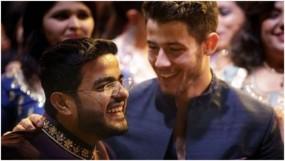 प्रियंका ने शेयर की निक और सिद्धार्थ की फोटो, सोशल मीडिया पर हो रही वायरल