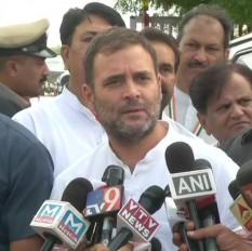 कर्नाटक में सरकार गिराने के लिए BJP कर रही पैसे का इस्तेमाल: राहुल गांधी