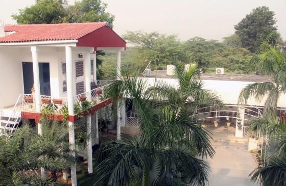 रेव पार्टियों का अड्डा बन रहे हैं दक्षिण दिल्ली के वीरान फार्म हाउस