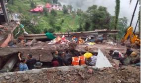 हिमाचल प्रदेश में बिल्डिंग गिरी, मलबे में दबे सेना के 35 जवान...2 की मौत