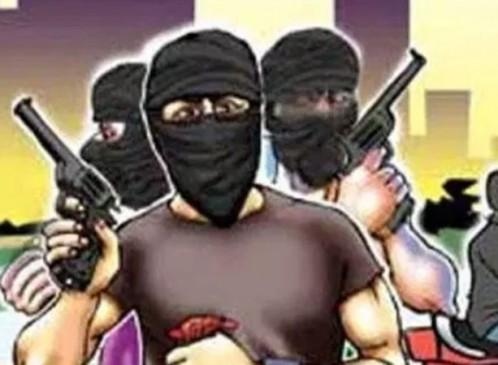 हथियारबंद लुटेरों ने की डीजल व रुपए की लूट, ट्रक चालकों में आक्रोश