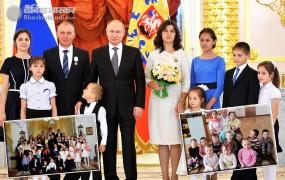 अधिक बच्चे पैदा करने पर रूसी सरकार करती हैं महिलाओं को अवॉर्ड से सम्मानित