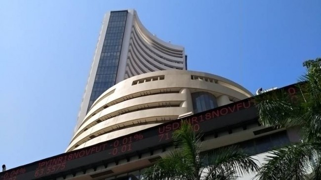 शेयर बाजार में लगातार दूसरे दिन तेजी, सेंसेक्स 136.84 और निफ्टी 44.65 अंक चढ़ा