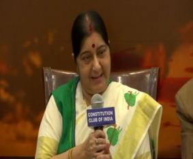 ममता के नेतृत्व में बंगाल में राजनीतिक हत्याओं को देखकर हैरान हूं : सुषमा स्वराज