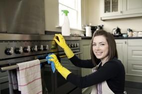 बरसात के मौसम में ऐसे करें किचन की सफाई, रखें सामान का ऐसे ध्यान