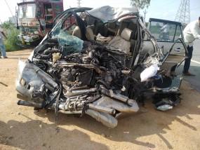 दर्दनाक सड़क हादसा : दो वाहनों की भिड़ंत में एक ही परिवार के पांच सदस्यों की मौत