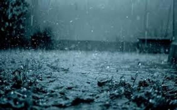 नागपुर समेत विदर्भ में तापमान गिरा, रात से रुक-रुक कर बारिश, घंटों लेट उड़ाने