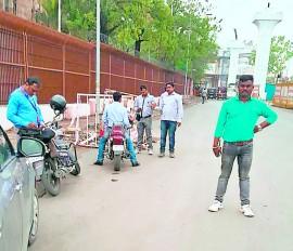 ट्रैफिक सिग्नल जंप करने वालों की खैर नहीं , सादे वेश में ट्रैफिक पुलिस कर रही कार्रवाई