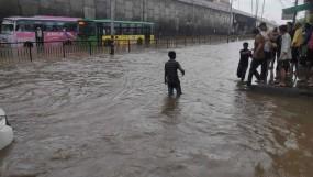 यूपी के बहराइच में 20 लोगों से भरी नाव पलटी, एक की मौत, 15 लापता