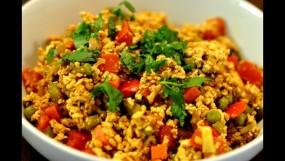 वीडियो रेसिपी: खाने के साथ सर्व करने के लिए बनाएं आलू-अंडे की सूखी भुर्जी