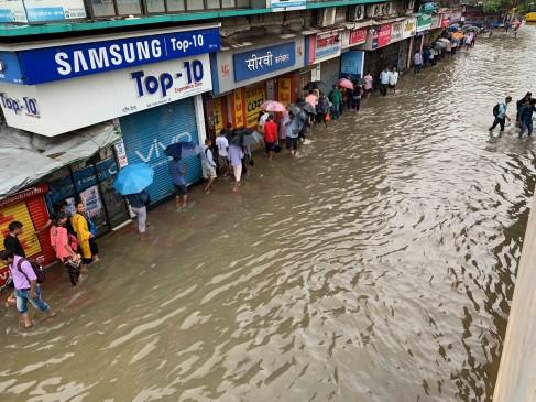 बारिश से बेहाल हुई मुंबई तो सोशल मीडिया पर यूजर्स के निशाने पर आ गई शिवसेना
