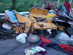 तेलंगाना: महबूबनगर में ट्रक-ऑटो में भिड़ंत, 12 लोगों की मौत, 6 घायल