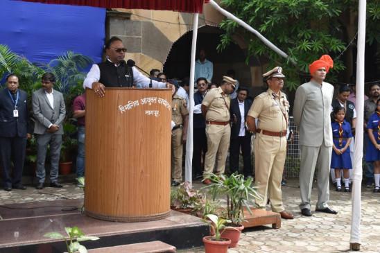 स्वतंत्रता दिवस की 72वीं वर्षगांठ पर पालकमंत्री बावनकुले ने किया ध्वजारोहण