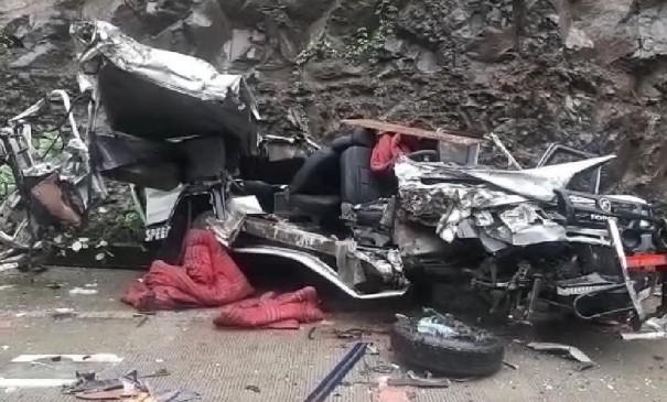 मध्य प्रदेश के बडवानी में बस-कार के बीच टक्कर, 4 लोगों की मौत, 10 घायल