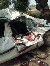 बस ने कार को मारी टक्कर - चार की मौत , दो गंभीर ,चित्रकूट से वापस आ रहे थे