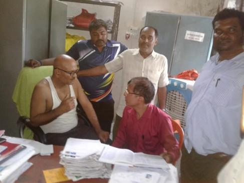 रिश्वत लेते जनपद का लिपिक पकड़ाया, विवाह योजना का लाभ दिलाने मांगे थे 5 हजार रुपए