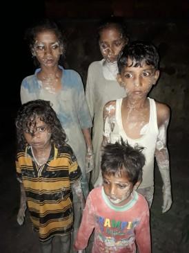 छत पर लटक कर बच्चों ने बचाई अपनी जान, एस्सार के राखड़ डैम के फूटने गांव पर बरपा कहर
