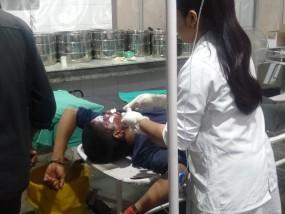 सड़क पर घायल पड़े युवकों को कलेक्टर ने अस्पताल पहुंचाकर बचाई जान, तमाशबीन बने थे लोग