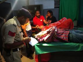 बस और ट्रक की भिड़ंत, 14 यात्री घायल-गामा वाहन पलटा, एक मौत