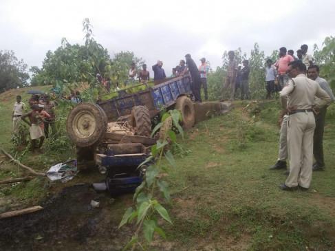 ट्रेक्टर पलटा, नीचे दबकर पति-पत्नी की मौत , रोपा लेकर जा रहे थे खेत