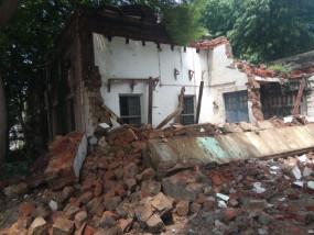 धराशायी हुआ एमएलबी स्कूल भवन, छुट्टी होने से टला बड़ा हादसा ,10 कमरों में बैठेंगी 800 छात्राएं