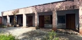 जर्जर स्कूल भवन , खतरे में विद्यार्थियों की जान, दौड़ रहे सिर्फ कागजी घोड़े