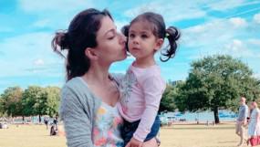 सोहा अली खान की बेटी इनाया है इस चीज के लिए पागल, करती है सोहा की नकल