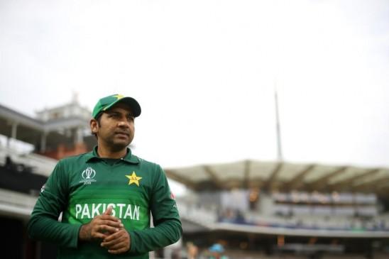 पाकिस्तान: कप्तानी से हटाए जा सकते हैं सरफराज अहमद, चीफ कोट ने दी सलाह