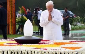 अटल बिहारी वाजपेयी की पहली पुण्यतिथि, PM समेत दिग्गजों ने दी श्रद्धांजलि