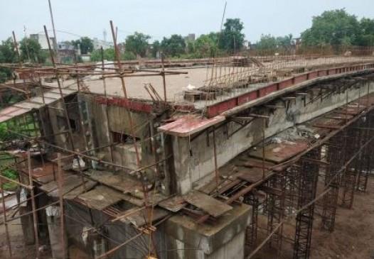 बेंगलुरु की टीम उठाएगी रहस्य से परदा- कटनी नदी के निर्माणाधीन पुल कर दरार का मामला