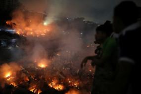 बांग्लादेश: ढाका में झुग्गी बस्ती में लगी भीषण आग, 50 हजार लोग हुए बेघर