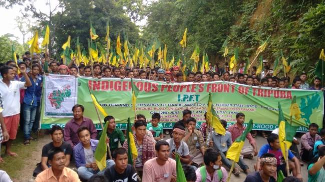 त्रिपुरा में BJP की सहयोगी पार्टी IPFT 370 और 35 A खत्म करने के विरोध में