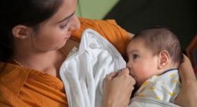 ब्रेस्टफीडिंग वीक 2019: ब्रेस्टफीडिंग कराने से बच्चे के साथ मां की सेहत को भी होता है फायदा