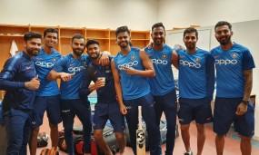 विराट ने टीम के साथ शेयर की तस्वीर, फैंस ने पूछा रोहित कहां हैं?