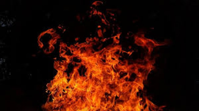 मस्जिद इलाके में लगी आग, जर्जर इमारत गिराने से एक की मौत