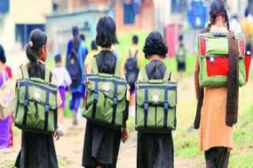 सरकारी स्कूलों की दुर्दशा - एक परिसर में चार स्कूल, पांच कक्षाओं में 50 छात्र भी नहीं
