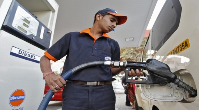 Fuel Price: डीजल 6 पैसे प्रति लीटर सस्ता हुआ, पेट्रोल के दाम स्थिर