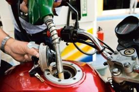 Fuel Price: पेट्रोल की कीमत में 11 पैसे तक की कटौती, डीजल की कीमत स्थिर