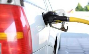 Fuel Price: पेट्रोल की कीमत में 6 पैसे की गिरावट, डीजल की कीमत स्थिर