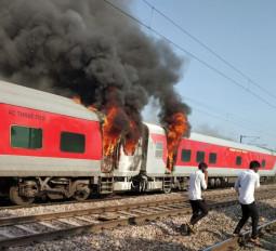हरियाणा: बल्लभगढ़ के पास तेलंगाना एक्सप्रेस में लगी आग, सभी यात्री सुरक्षित