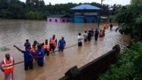 देश के अधिकांश हिस्सों में भारी बारिश से जनजीवन प्रभावित, यहां हैं बाढ़ जैसे हालात