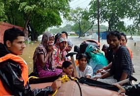 महाराष्ट्र : बारिश से 5 मरे, आईएएफ, एनडीआरएफ ने लोगों को बचाया (लीड-1)