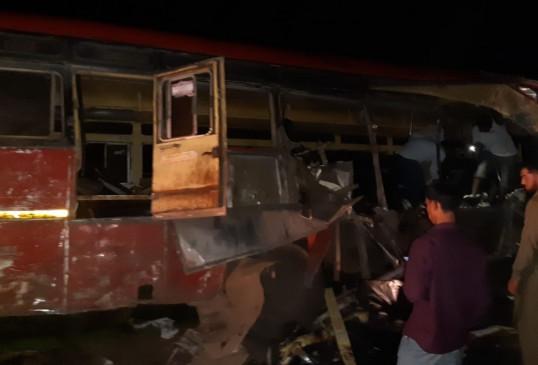 महाराष्ट्र में भीषण हादसा, ट्रक-बस की टक्कर में 15 लोगों की मौत, 35 घायल