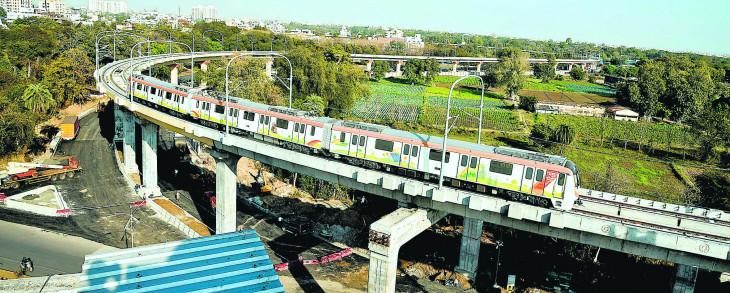मेट्रो नॉन फेअर रेवेन्यू कमाई में दोहरे शतक की ओर 197.72 करोड़ कमाएं