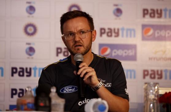 माइक हेसन ने किंग्स इलेवन पंजाब के कोच पद से दिया इस्तीफा
