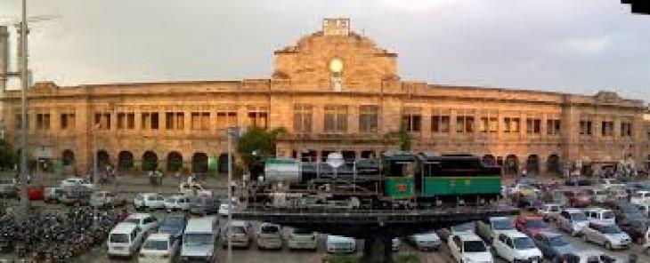 नागपुर स्टेशन : जन-आहार बंद महीने भर से यात्री परेशान, पूर्वी द्वार पर चल रहा मेट्रो से जुड़ने का काम