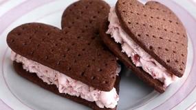 नेशनल आइस्क्रीम सैंडविच डे 2019 : आइसक्रीम सैंडविच विथ चॉकलेट कुकीज