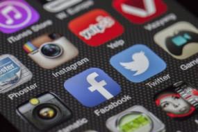कश्मीर संबंधी अकाउंट रद्द करने पर फेसबुक, ट्विटर के पास पहुंचा पाकिस्तान