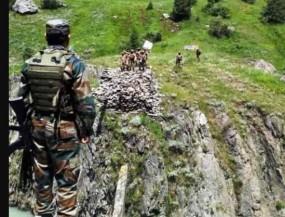 Fake News: सफेद झंडा दिखाते पाकिस्तानी सैनिक, क्या है सच ?