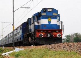 ट्रेनों का संचालन बंद होने से यात्री हो रहे परेशान, रेलवे स्टेशन पर भीड़ का आलम
